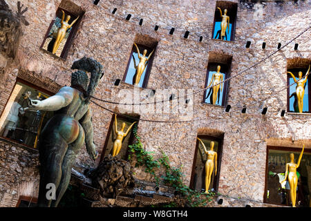 The surrealistic Museum of Salvador Dalì, details from main courtyard: a statue of a shapely woman with chains standing in the stage of the theater. - Stock Photo