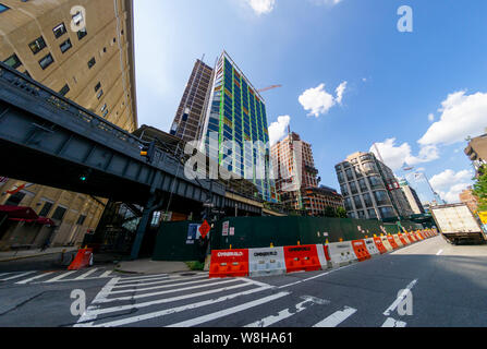 Mixed use construction near the High Line in the West Chelsea neighborhood of New York on Thursday, August 8, 2019.  Since the first section of the High Line opened millions of dollars in real estate has been developed along the park. (© Richard B. Levine) - Stock Photo