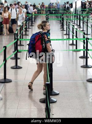 Barcelona, Spain. 10th Aug, 2019. A passenger at the embarking gate at El Prat airport in Barcelona, Spain, 10 August 2019, on the second day of an indefinite strike of workers of Trablisa, the control security check company that operates in Barcelona's airport. Workers started the strike to demand improvement in their working conditions and a rise in salary of one euro more per hour, after negotiations between unions and the company failed. Credit: EFE News Agency/Alamy Live News - Stock Photo