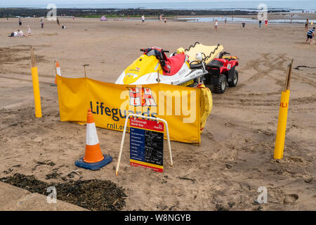 03/08/2019, Scarborough, North Yorkshire, Uk People at Scarborough beach enjoying a day at thbe seaside on a hot August summers day