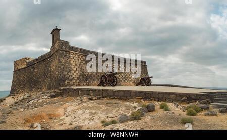 View of El Castillo de San Gabriel 16th Century defensive fortress located on the seafrontnear the centre of Arrecife, Lanzarote. - Stock Photo