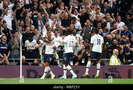 Tottenham Hotspur's Harry Kane (left) celebrates scoring his side's second goal of the game with team mates during the Premier League match at Tottenham Hotspur Stadium, London. - Stock Photo