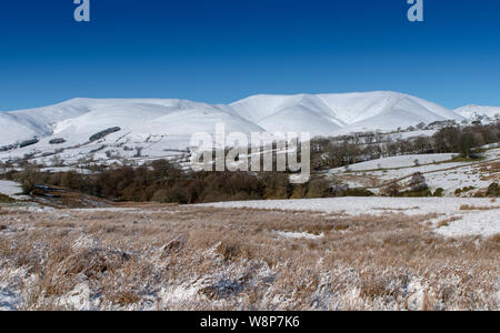 Howgill Fells seen from Garsdale, looking towards Sedbergh and Cautley, covered in snow. Yorkshire Dales National Park, Cumbria. - Stock Photo