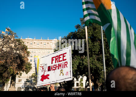 Barcelona, Spain - 10 august 2019: Kashmir and pakistani nationals protest and demonstrate against indian revoke of autonomous region status with bann - Stock Photo