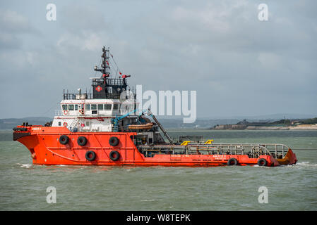 The ocean going tug Amber II departing Portsmouth, UK on the 11th August 2019 towing the naval auxiliary RFA Black Rover to a Turkish breakers yard. - Stock Photo