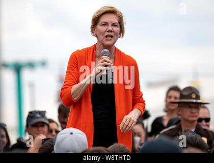 Des Moines, Iowa / USA - August 10, 2019: United States Senator and Democratic presidential candidate Elizabeth Warren greets supporters and speaks to - Stock Photo