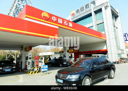 --FILE--Vehicles are being refueled at a gas station of CNPC (China National Petroleum Corporation), parent company of PetroChina, in Hangzhou city, e - Stock Photo