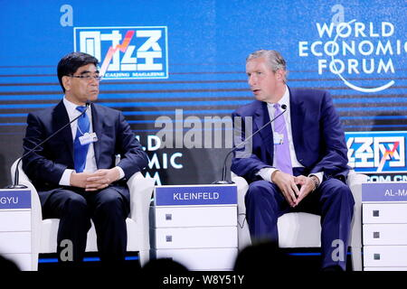 Klaus Kleinfeld, right, Chairman and CEO of Alcoa Inc., speaks next to Fu Chengyu, Chairman of China Petroleum and Chemical Corp., at a sub-forum of t - Stock Photo