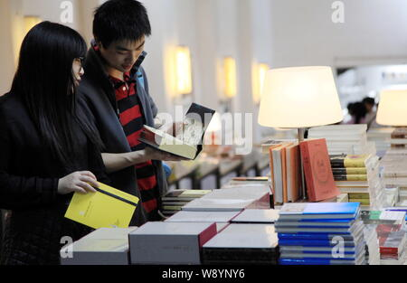 Customers shop for books at the Librairie Avant-Garde bookstore in Nanjing city, east Chinas Jiangsu province, 30 March 2014.   A famous bookstore in - Stock Photo