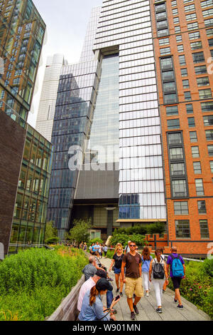 The High Line Park in Manhattan (Hudson Yards) with locals and tourists. The High Line is a popular linear park built on the elevated train tracks abo - Stock Photo
