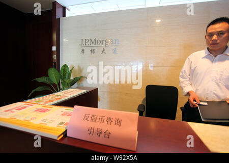 --FILE--A Chinese employee works at a branch of J.P.Morgan in Suzhou city, east Chinas Jiangsu province, 21 July 2012.   JPMorgan Chase & Co. has lowe - Stock Photo