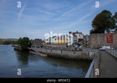 View from the foot bridge over the river teifi towards the Castle and into the town of Cardigan, Ceredigion. - Stock Photo
