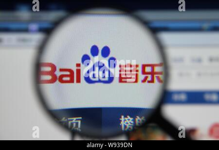 --FILE--A Chinese netizen browses the website of Baidu in China, 4 June 2013.   Baidu announced it reached its maximum allowed investment in less than - Stock Photo