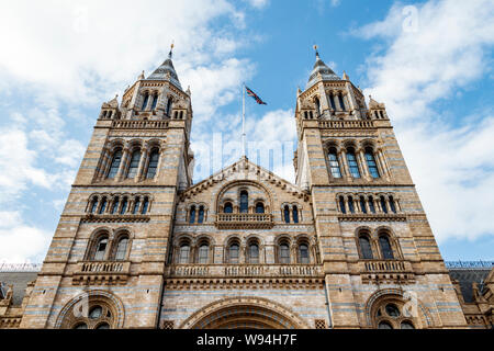 The main entrance of the Natural History Museum, from Cromwell Road, London, UK - Stock Photo
