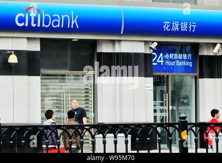 --File--Pedestrians walk past a branch of Citibank in Shanghai, China, 23 May 2010.   The National Development and Reform Commission has raised the me - Stock Photo