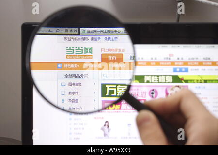 --File--A netizen browses the website of Dangdang.com in Guangzhou, south Chinas Guangdong province, 6 March 2012.   Chinese e-commerce firm Dangdang. - Stock Photo