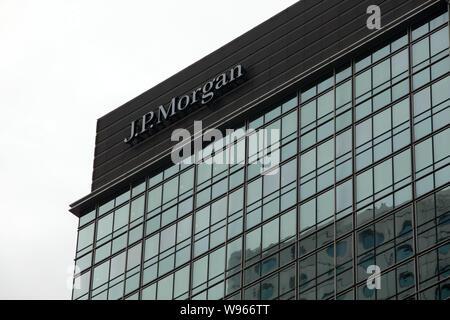 --File--View of an office building of JP Morgan in Hong Kong, China, 8 December 2010.   JP Morgan Chase & Co has injected 2.5 billion yuan ($394.08 mi - Stock Photo