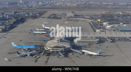 --File--Aerial view of jet planes at the Beijing Capital International Airprot in Beijing, China, 17 January 2011.    Chinas capital has one of the wo - Stock Photo