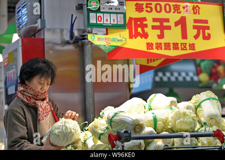 --File--A customer shops for cabbages at a supermarket in Nantong, east Chinas Jiangsu province, 17 February 2012.   Vegetable vendors in Shandong pro - Stock Photo