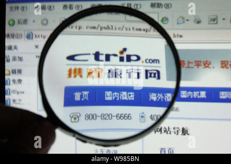 --FILE--A Chinese netizen browses the online travel website Ctrip.com in Chongqing, China, 17 November 2009.   Ctrip.com International announced that - Stock Photo
