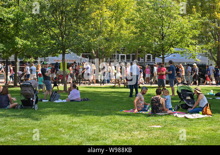Farmers Market, Madison, WI USA. Aug 2018. Friends and families relaxing on the State Capitol grassy grounds enjoying the market festival. - Stock Photo