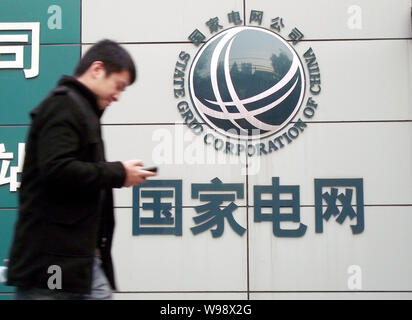 A Chinese man walks past a branch of State Grid in Nanjing city, east Chinas Jiangsu Province, November 27, 2010.   Renaults investigation into allege - Stock Photo
