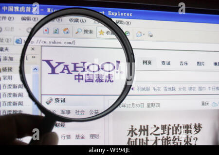 --FILE--An Internet user browses the Chinese website of Yahoo in Chongqing, China, 31 December 2010.   Yahoo Inc has resolved a dispute with Alibaba G - Stock Photo