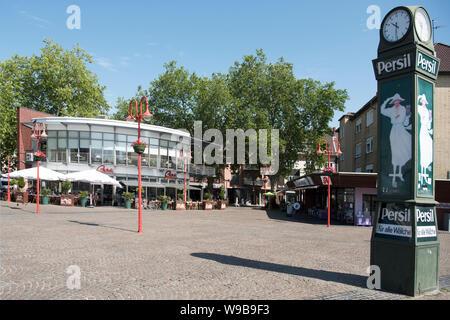 Deutschland, Ruhrgebiet, Kreis_Recklinghausen, Datteln, Neumarkt am westlichen Beginn der Fussgängerzone und Einkaufsstrasse 'Hohe Srasse', Ceri Cafe- - Stock Photo