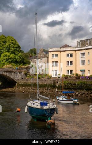 UK, England, Devon, Totnes, leisure boats moored on River Dart at bridge to Bridgetown - Stock Photo