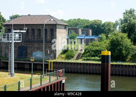 Deutschland, Duisburg, die Ruhrschleuse Duisburg am Ruhrwehr ist die letzte Schleuse der Ruhr vor der Mündung in den Rhein. - Stock Photo