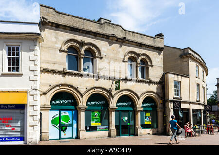 The Paddy Powers bookmaker shop in Trowbridge Wiltshire, occupying a listed building in renaissance Italianate of Bath stone. - Stock Photo