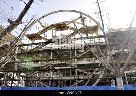 The ROK (Republic of Korea) Pavilion for the Expo 2010 is seen under construction in Shanghai, China, 26 December 2009.   The ROK Pavilion covers an a - Stock Photo