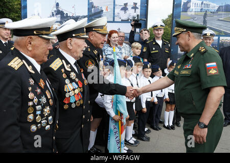 Kaliningrad, Russia. 13th Aug, 2019. KALININGRAD, RUSSIA - AUGUST 13, 2019: Russia's Minister of Defence Sergei Shoigu (R) greets Great Patriotic War veterans during a ceremony marking the beginning of construction for the Kaliningrad branch of St Petersburg's Nakhimov Naval School, at Artilleriyskaya Street. Vadim Savitsky/Press Office of the Ministry of Defence of the Russian Federation/TASS Credit: ITAR-TASS News Agency/Alamy Live News - Stock Photo