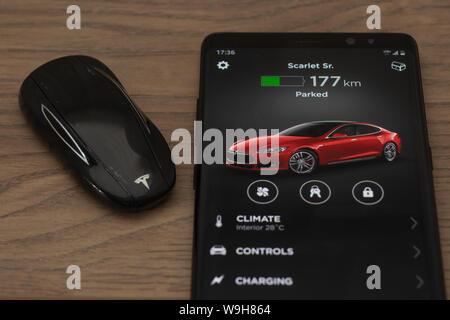 Key Fob App >> Tesla Model S Key Fob And Tesla App Displayed On A Android