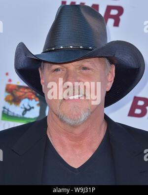 Burbank, United States. 13th Aug, 2019. BURBANK, LOS ANGELES, CALIFORNIA, USA - AUGUST 13: Singer Trace Adkins arrives at the Los Angeles Premiere Of Forrest Films' 'Bennett's War' held at the Steven J. Ross Theater at Warner Bros. Studios on August 13, 2019 in Burbank, Los Angeles, California, United States. ( Credit: Image Press Agency/Alamy Live News Stock Photo