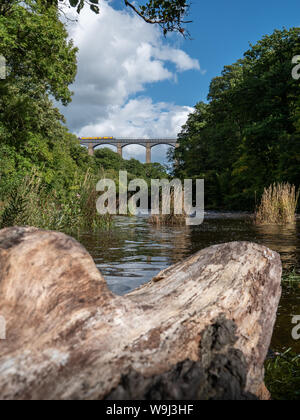A narrow boat crosses The Pontcysyllte Aqueduct which spans tthe Dee Valley in North Wales, UK. - Stock Photo