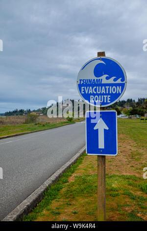 A sign showing a Tsunami Evacuation Route near the Pacific Ocean in Washington, USA - Stock Photo