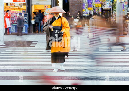 Shinto monk in traditional dress collecting alms (donations), Ginza, Tokyo, Honshu, Japan, Asia - Stock Photo
