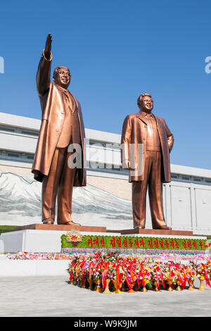 Mansudae Grand Monument, statues of former Presidents Kim Il Sung and Kim Jong Il, Mansudae Assembly Hall on Mansu Hill, Pyongyang, North Korea - Stock Photo