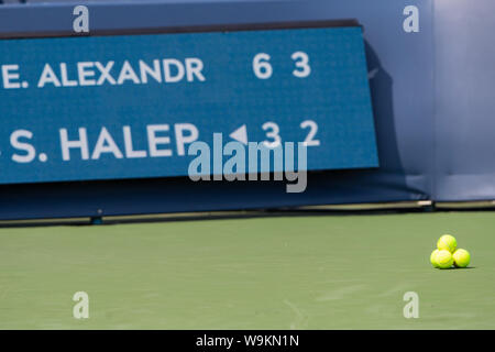 Mason, Ohio, USA. 14th Aug, 2019. Late in the match at Wednesday's round of the Western and Southern Open at the Lindner Family Tennis Center, Mason, Oh. Credit: Scott Stuart/ZUMA Wire/Alamy Live News - Stock Photo