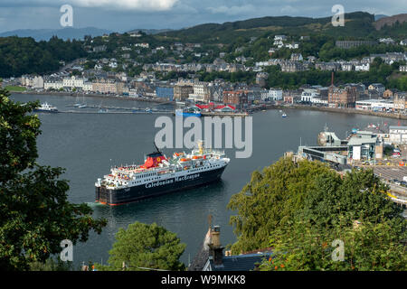 The Caledonian MacBrayne ferry the Isle of Mull arrives into Oban Harbour on its return journey from Craignure, on the Island of Mull, Scotland. - Stock Photo
