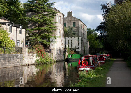 narrowboats on the Rochdale Canal at Hebden Bridge, Upper Calder Valley, West Yorkshire - Stock Photo