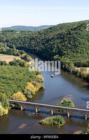 Bridge over the Dordogne River at Castelnaud-la-Chapelle - Stock Photo
