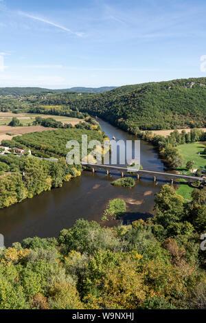 Bridge over the Dordogne River at Castenaud-la-Chapelle - Stock Photo