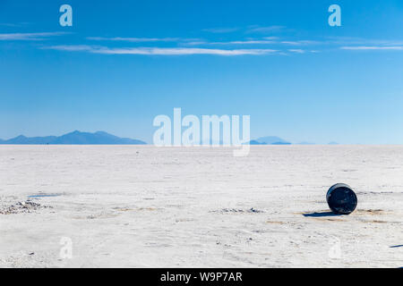 Landscape of incredibly white salt flat Salar de Uyuni, amid the Andes in southwest Bolivia, the world's largest salt flat scene with blue sky in sunn - Stock Photo