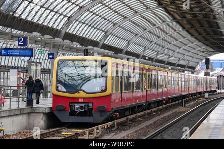 S-Bahn, Bahnhof Spandau, Berlin, Deutschland - Stock Photo