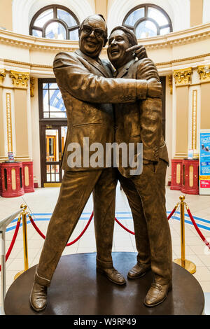 England, Lancanshire, Blackpool, The Winter Gardens, Bronze Statue of Comedians Eric Morecambe and Ernie Wise, 30064075 *** Local Caption *** - Stock Photo