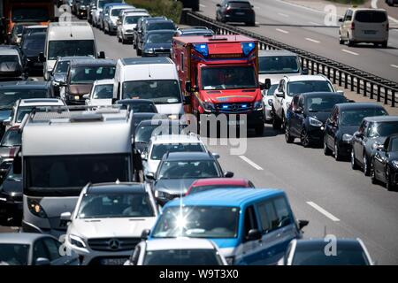 FILED - 07 June 2019, Bavaria, Munich: On the A9 in the direction of Nuremberg, an ambulance service car drives through the Rettungsgasse. Strengthening bicycles, carpooling too: Transport Minister Scheuer proposes many new rules for the road. An idea for bus lanes in cities should help against traffic jams - and is met with fierce criticism. (to dpa 'Who owns the bus lane? Scheuer's plans for the streets') Photo: Sina Schuldt/dpa - Stock Photo