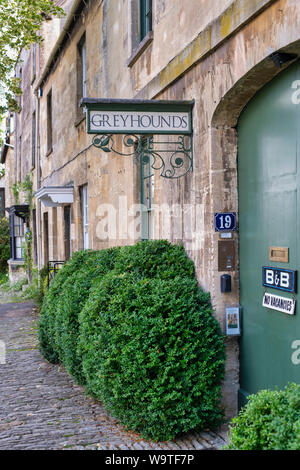 Cotswold stone houses in sheep street. Burford, Cotswolds, Oxfordshire, England - Stock Photo