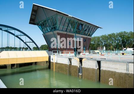 Deutschland, Münsterland, Münster, Dortmund-Ems-Kanal, Schleuse Münster - Stock Photo